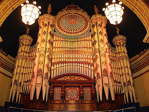 Music.  [Image is:  'The organ at Leeds Town Hall'].